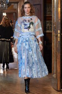 defile-chanel-metiers-d-art-autriche-paris-salzburg-robe_5163285